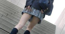 【驚愕】JKのスカートの中に顔を突っ込んでしまったらJKがwwwwww(※画像)